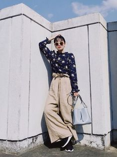 お久しぶりのリネンパンツ。 これが履ける季節となりました。 うれしい限り❤️ そして、 新作バッグを