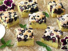 Ciasto jest wilgotne o lekko śmietankowym smaku, doskonale pasują do niego borówki. Moja rodzina uwielbia to ciasto z różnymi owocami, mi ...