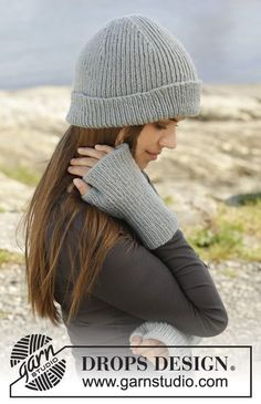 """Knitted DROPS hat and open-finger mittens with rib in """"Karisma"""". ~ DROPS Design"""