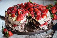 Dobbel sjokoladepavlova med vaniljekrem og røde bær | Det søte liv - Best på kakeoppskrifter! | Bloglovin' Norwegian Cuisine, Norwegian Food, Pavlova, Something Sweet, Mousse, Nom Nom, Sweet Tooth, Cheesecake, Muffin