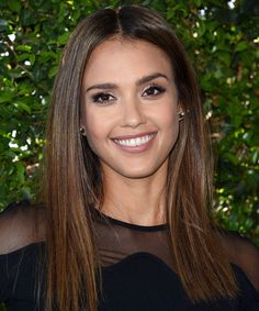 Jessica Alba kinda looks like the actress Rose Byrne here. Jessica Alba Style, Jessica Alba Haar, Jessica Alba Sexy, Jessica Alba Pictures, Jessica Alba Makeup, Actress Jessica, Long Bob Haircuts, Beautiful Smile, Easy Hairstyles