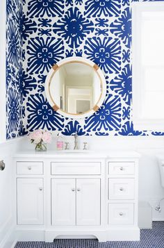 Guest bath Blue and white Wallpaper. Blue and white wallpaper with round mirror from Serena and Lily in bright white bathroom Via Domaine Home. Blue And White Wallpaper, Bold Wallpaper, Bathroom Wallpaper, Graphic Wallpaper, Wallpaper Ideas, Print Wallpaper, Beautiful Wallpaper, Wallpaper For Powder Room, Serena And Lily Wallpaper
