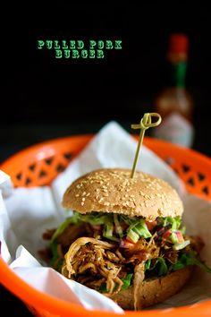 Burger med pulled pork - nam nam gid jeg havde tid til at lave det noget oftere