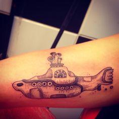 Yellow submarine tattoo! #tattoo #beatles #love #tatuagem #pontilhismo #dotwork