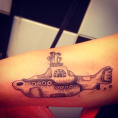 Yellow submarine tattoo! #tattoo #beatles #love #tatuagem #pontilhismo #dotwork