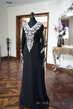 Arabian Kaftan Farasha  Description Exquisite bead and clear crystal embellishment on beautiful flowing chiffon. High quality and attention with intensely hued applique to the front, back neck and also along sleeves. Great attention and care has been taken to present a garment to this high quality.  The cut, design and material work perfectly to create an alluring attractive appearance. Comes with an inner under slip. Both under slip and kaftan have an attached tie belt, therefore can be…