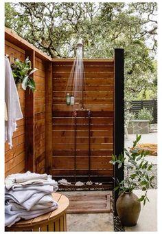 Outdoor Bathrooms, Outdoor Baths, Lavabo Exterior, Outside Showers, Outdoor Pool Shower, Outdoor Shower Enclosure, Easy Garden, Garden Art, Garden Shower
