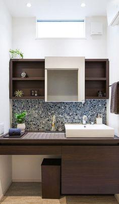 デザインにこだわった造作洗面化粧台。 シンプルながらも収納量はタップリです。 Natural Interior, Vanity Units, Bathroom Interior, Double Vanity, Architecture, House, Home Decor, Arquitetura, Homemade Home Decor