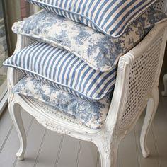 French Blue Toile I-Soft Coasters, Set of 4 - Home Style Corner Decoration Shabby, Rustic Decor, Casas Shabby Chic, Blue And White Pillows, Blue And White Fabric, Blue Pillows, French Blue, French Country, Modern Kitchens