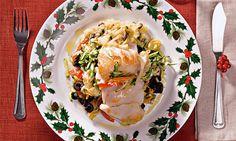 Bacalhau no forno. Recrie o intemporal bacalhau cozido com batatas e couve, assando-o sobre legumes no forno. Uma receita desafiante.
