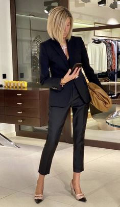 Over 50 Womens Fashion, Trendy Fashion, Elegantes Outfit, All Black Outfit, Business Casual Outfits, Classic Outfits, Work Attire, Casual Chic, Fall Outfits