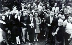 Em agosto de 1967, Vinícius de Moraes reuniu em sua casa diversos músicos da MPB para planejar uma campanha de valorização e resgate das marchinhas de carnaval. O fotógrafo Paulo Scheuenstuhl da revista Manchete registrou esse encontro histórico.