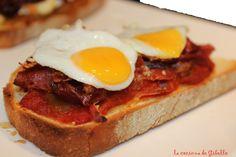 La cocina de Gibello: Tosta de Pisto Extremeño, jamón, queso Roncal y huevo de codorniz.