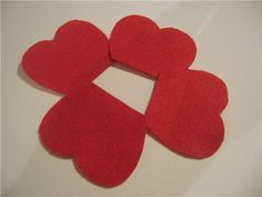 10 Poppy Crafts for Remembrance Day or Veteran's Day; great poppy crafts for all-ages that can be done with supplies you already have. Cloth Flowers, Felt Flowers, Fabric Flowers, Paper Flowers, Memorial Day Poppies, Hobbies And Crafts, Diy And Crafts, Poppy Craft, Fuzzy Felt