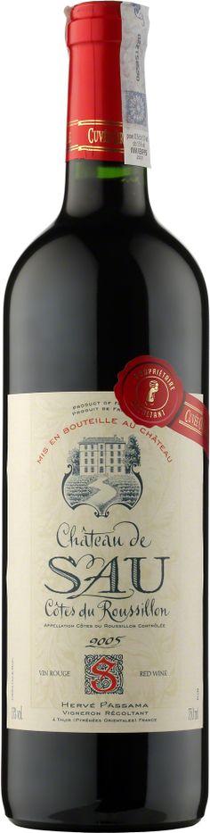 Chateau De Sau Cotes Du Roussillon A.O.C. Chateau de Sau sklasyfikowane jest w apelacji Cotes du Roussillon w departamencie Pyrenees - Orientales, gdzie znajdują się najbardziej na południe wysunięte winnice francuskie. Dominującym szczepem jest carignan, z domieszką grenache i syrah. Wino ciemno-rubinowe, mocno owocowe z wyraźnie zaznaczonymi aromatami przypraw. Długie i intensywne w ustach. #Winezja #Roussillon #Cabernet #Wino Saint Chinian, Herve, Drinks, Bottle, Red, Beverages, Flask, Drink, Jars