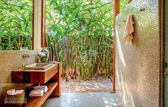 Módulos com diferentes atividades convergem para a piscina - Casa jardim para as varandas dos quartos