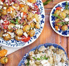 """Denna härliga potatissallad är ett perfekt tillbehör på buffébordet. Recept ur """"Buffé - pajer, plock och en smak av medelhavet"""" av Jennie Benjaminsson & Stina Patetsos."""