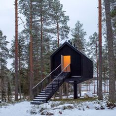 Prefabricated Cabins, Modular Cabins, Modern Cabins, Tiny Cabins, Modern Hotel Room, External Staircase, Secluded Cabin, Cosy Interior, Journal Du Design