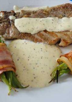 Lasalsa bechamel es una salsa que se puede combinar con muchas recetas y en esta ocasión prepararemos unas chuletas ahumadas a la plancha. Ideal para disfrutar a cualquier momento del día y compar…