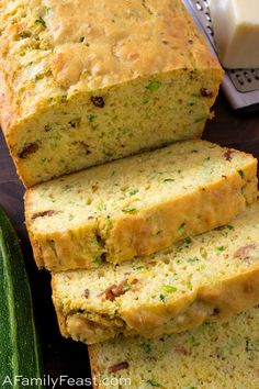 This Cheesy Bacon Zucchini Bread is moist and delicious! Cheddar and provolone cheeses, green onion, and bacon infuse this summertime quick bread with wonderful flavor! Savory Zucchini Bread, Bacon Zucchini, Zuchinni Recipes, Bagdad Cafe, Pan Rapido, Honey Bread, Queso Cheddar, Hot Fudge, Food Now