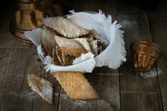 Particolarmente friabili i Biscotti di farro spelta integrale finte chiacchere - cenci - crostoli o frappe, simpatici e buoni