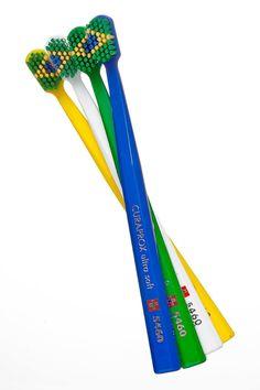 Escovas em homenagem ao Brasil. Edição especial. Lançamento 2014. #curaprox #curaproxbrasil #brazil #brasil #moda #cores