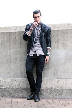 He's fucking perfect. I wish I knew more guys that looked like him or dressed like him.