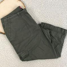 Green Khakis Cargo Capri Cropped Pants Merona Womens Size 12 Fit 4 Casual Summer #Merona #CaprisCropped