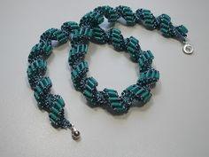 ... und der dritte folgt sogleich: Spiralkette  aus Tila-Beads!              Ich habe mich für eine türkise Version entschieden, bestehend a...