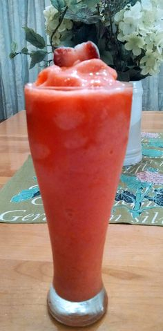 Strawberry Pink Lemonade smoothie - 70 calories ~ 1 scoop Pink Lemonade Spark, 8 oz cold water, 8 ice cubes, cup unsweetened frozen strawberries ~ so good! You can add a little sweetener like Stevia if you like it sweeter. Or Alcohol. Energy Smoothies, Healthy Smoothies, Healthy Drinks, Healthy Snacks, Healthy Eating, Juice Smoothie, Smoothie Drinks, Smoothie Recipes, Clean Eating Recipes