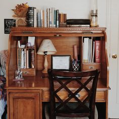 Love me a good roll top desk My New Room, My Room, Passion Deco, Dream Apartment, Aesthetic Bedroom, House Rooms, Cozy House, My Dream Home, Room Inspiration