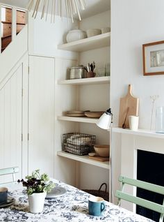Steal This Look: A Compact Dining Room in a London Victorian - Remodelista Small Space Living, Small Spaces, Living Spaces, Turbulence Deco, Clutter Free Home, Interior Decorating, Interior Design, Decorating Ideas, Shabby
