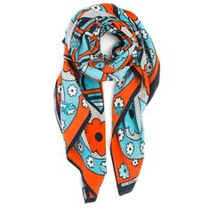The Lipi scarf should have been born in the #1960s  link in bio #retro #freelove #hippie #vibes #ethicalfashion #colorstory #dukadays