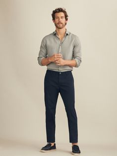 Men´s Trousers & Shorts at Massimo Dutti online. Enter now and view our Spring Summer 2019 Trousers & Shorts collection. Formal Dresses For Men, Formal Men Outfit, Men Formal, Mens Smart Casual Outfits, Men Casual, Costume Bleu Ciel, Look Man, Business Casual Men, Mens Fashion Suits