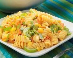 Salade de pâtes aux poivrons et carottes râpées : http://www.cuisineaz.com/recettes/salade-de-pates-aux-poivrons-et-carottes-rapees-64986.aspx