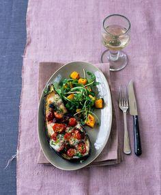 Mit Mozzarella gefüllte Aubergine   Zeit: 30 Min.   http://eatsmarter.de/rezepte/mit-mozzarella-gefuellte-aubergine