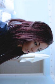 dark purple hair wish I might have to dye my hair like this again. Dark Purple Hair, Plum Hair, Dark Hair, Burgundy Hair, Reddish Hair, Love Hair, Gorgeous Hair, Hair Color And Cut, Dye My Hair