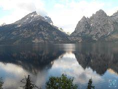 Parcul Național Grand Teton din Wyoming, SUA e vecin cu faimosul Yellowstone. Dar peisajele minunate sunt cu adevărat fantastice. Doriți o călătorie? Luați legătura cu noi azi