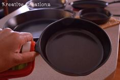 How to Clean and Season a Cast Iron Skillet - Am I the only one who collects cast iron skillets and never uses them? I had this grand dream of collecting them,? House Cleaning Tips, Cleaning Hacks, Iron Cleaning, Cleaning Rust, Kitchen Cleaning, Cleaning Supplies, Season Cast Iron Skillet, Seasoning Cast Iron, Cast Iron Cookware