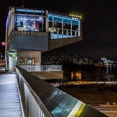 Instagram【ken_cascade】さんの写真をピンしています。 《#노들직녀카페 #한강대교 #hangangbridge #漢江大橋 #夜景#야경 #nightscene #nightscape #nightview #용산 #yongsan #한강 #hangang #hanriver #漢江 #이촌동》