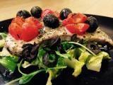 Ricetta Tonno fresco al cartoccio con pomodorini, olive nere e origano