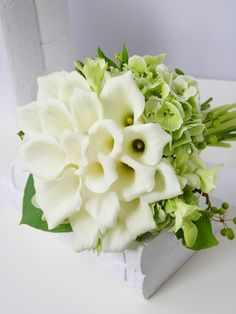 clutch bouquet with calla lily and fall hydrangea