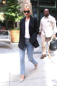 Style File: Rosie Huntington-Whiteley Out and About in NYC Rosie Huntington Whiteley, Beige Outfit, Style Désinvolte Chic, My Style, Celebrity Outfits, Celebrity Style, Street Style, Work Fashion, Style Fashion