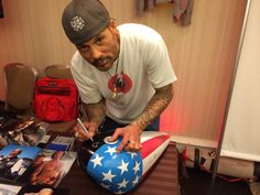 Sons of Anarchy - David Labrava (Happy Lowman) signing my custom SOA / Easy Rider gas tank.