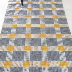 Jäkäläpilkku, Lankava Good idea for that cone gray yarn that is hanging around Rug Inspiration, Textiles, Weaving Patterns, Tea Towels, Loom, Outdoor Blanket, Carpet, Good Things, Quilts