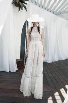 no hat but nice for wedding dress...