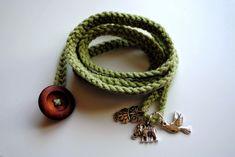 Crochet Wrap Bracelet with button and charms Tutorial www.quintonwench.com༺✿ƬⱤღ http://www.pinterest.com/teretegui/✿༻