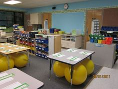 New Adventures in First Grade: Stability ball chairs. Moving with the brain in mind - the positive impact of using yoga balls vs. Very interesting . Classroom Setting, Classroom Setup, Classroom Design, Future Classroom, School Classroom, Classroom Organization, Classroom Management, Classroom Environment, Behavior Management