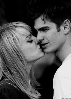 Emma Stone and Andrew Garfield. Emdrew Stonefield. Kissing in TASM2 taping breaks ♥