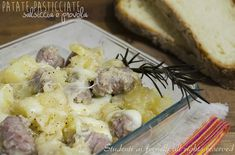 Patate pasticciate salsiccia e provola in padella http://blog.giallozafferano.it/studentiaifornelli/patate-pasticciate-salsiccia-e-provola-in-padella/